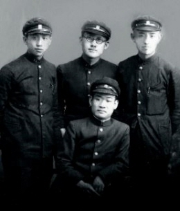 영화 '동주'로 화제가 된 사진. 좌로부터 장준하 선생, 문익환 목사, 윤동주 시인.