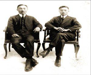 도산 안창호와 자리를 같이한 손정도 목사(오른쪽)