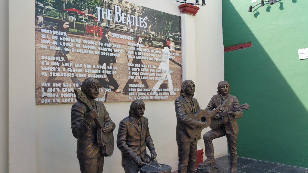 쿠바에서는 동상이나 벽화로 비틀즈를 만날 수 있다.